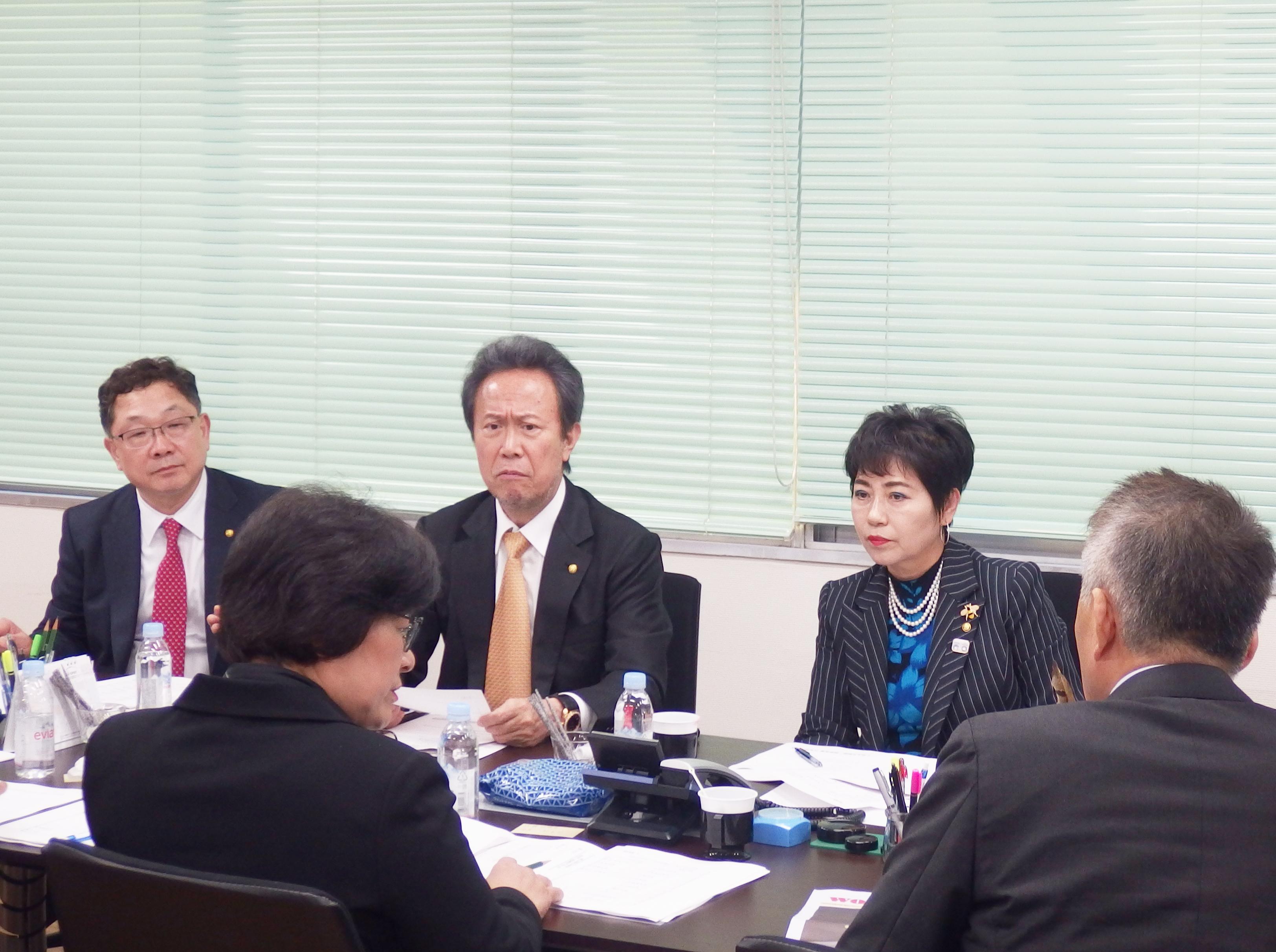 회의 중인 김광일 일본부의장, 이옥순 일본동부협의회장